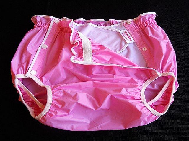 2219 Japan Style Schwedenknoepfer PVC Hose rosa-pink